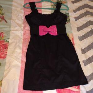 ⬇️ XOXO belted black dress